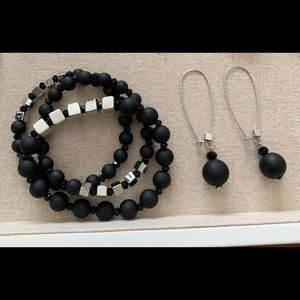 Black Stretchy bracelet and drop earrings set